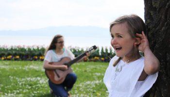Maya-Elodie-hören-Lebendige-Familienzeit